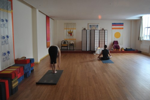 people warming up at mysore yoga paris