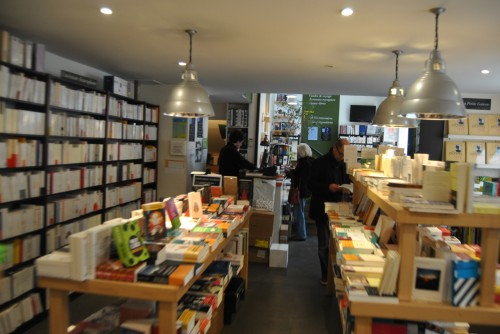 bookshop Comme un roman paris 3