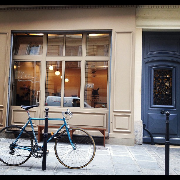 blue bicycle outside Telescope Paris coffeeshop