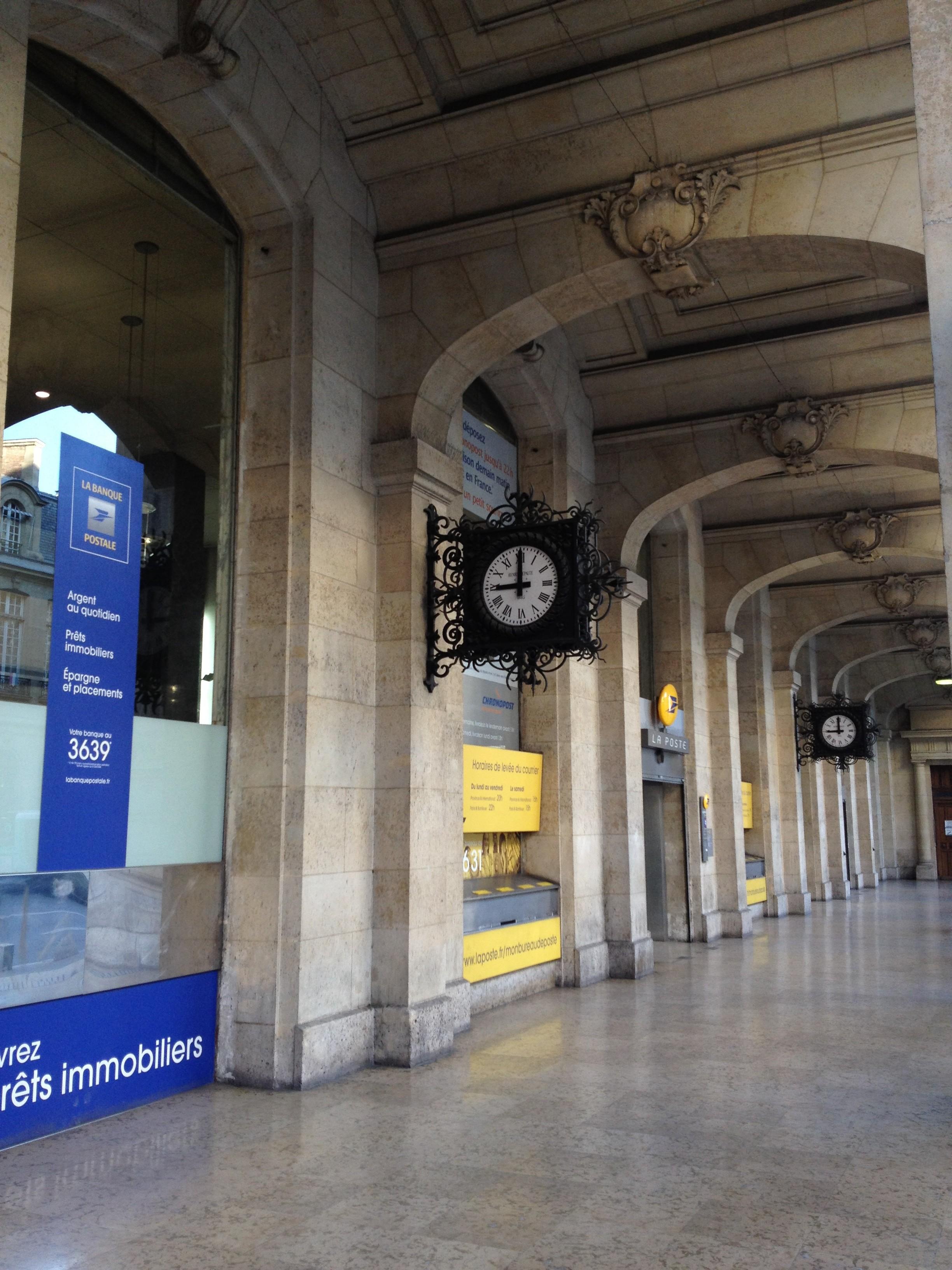 the louvre post office paris