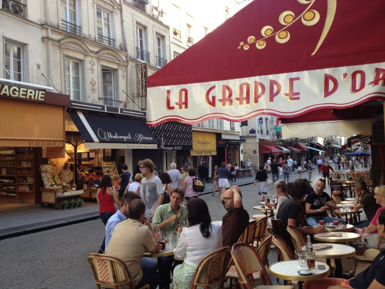 la grappe d'orgueil to do in paris walk streets