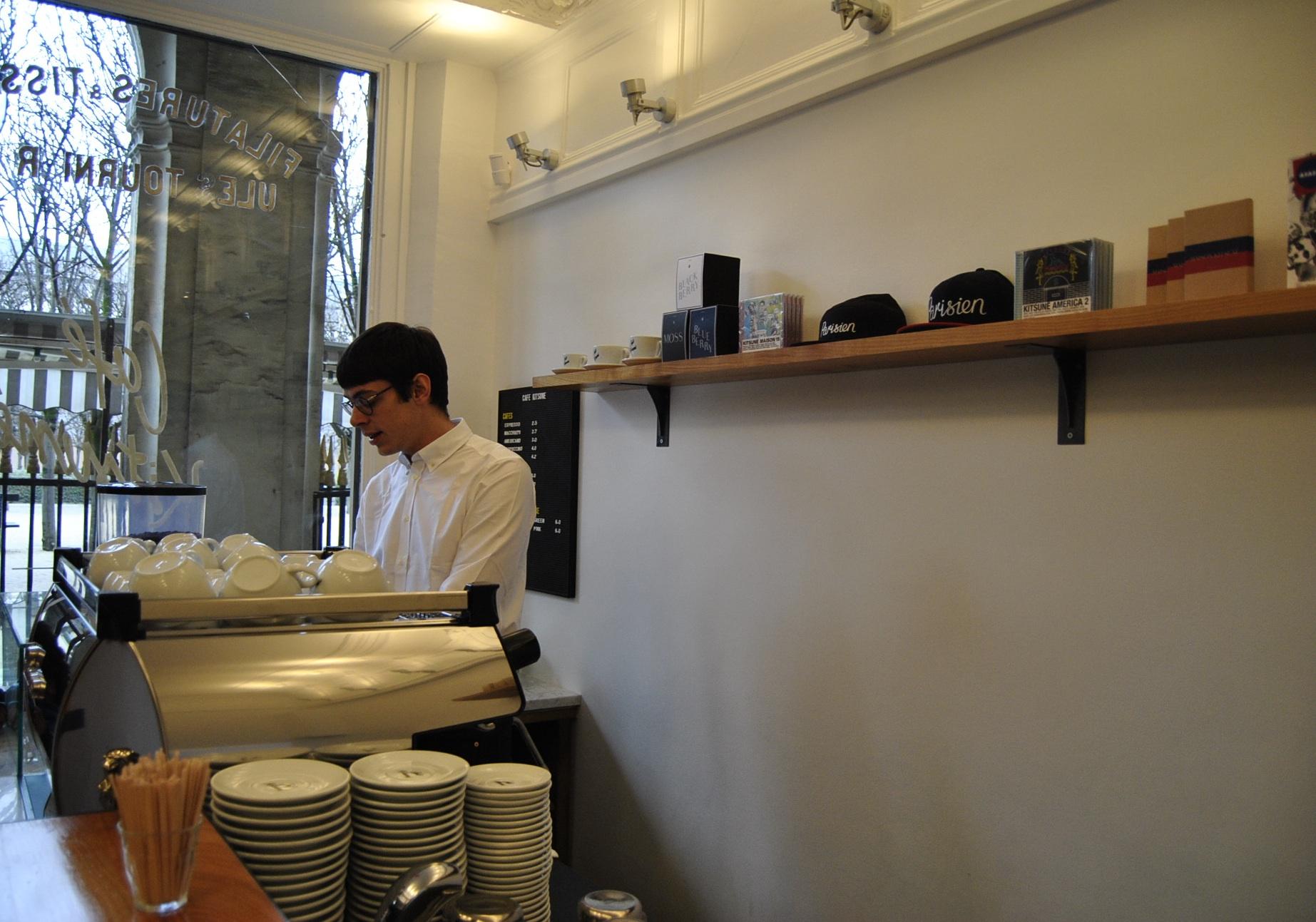 barista kitsune coffeeshop paris