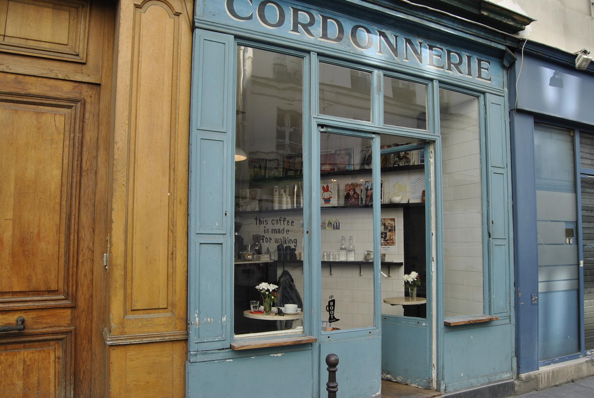 Cordonnerie paris boots blue door in the marais