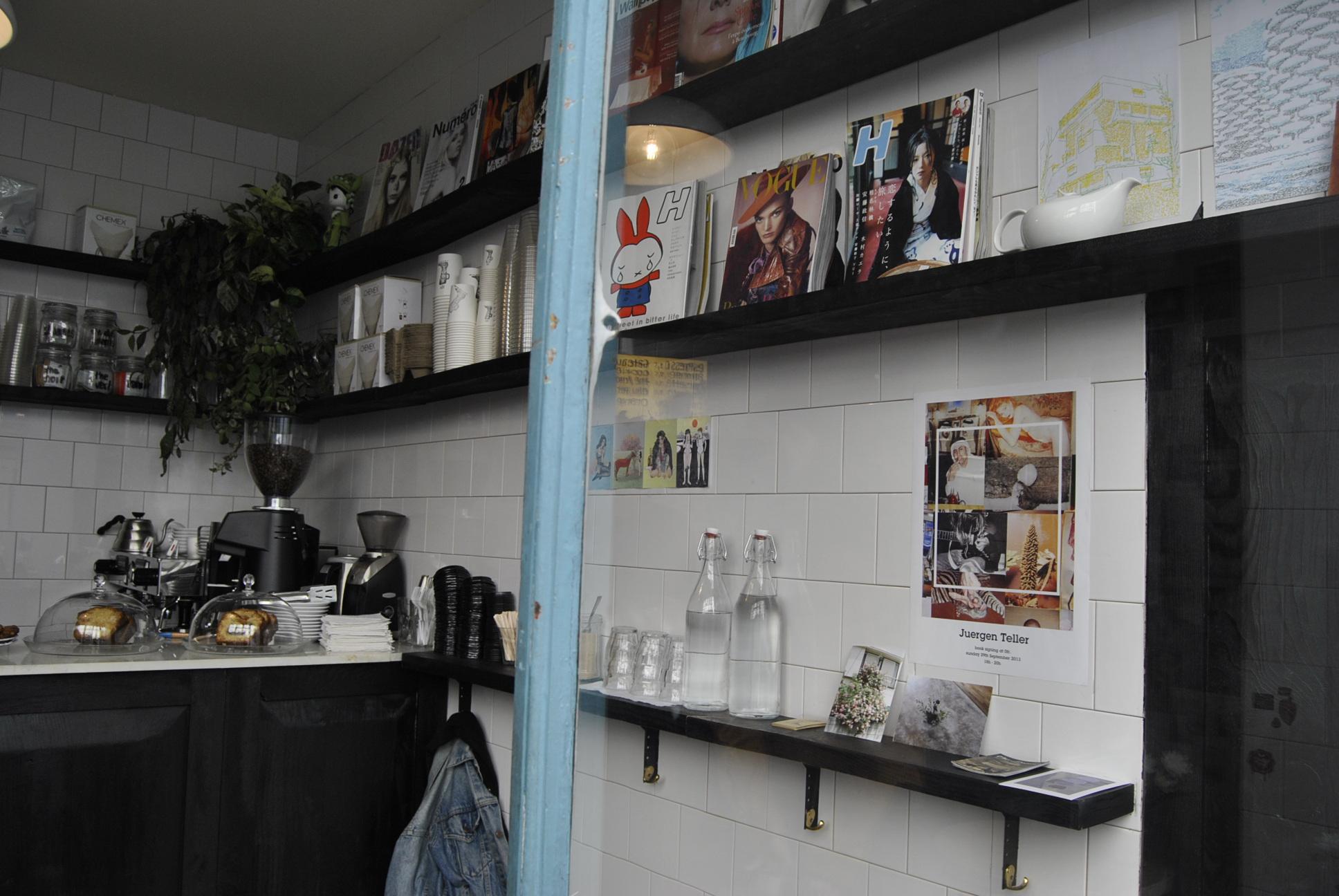 decor1 boots cafe paris