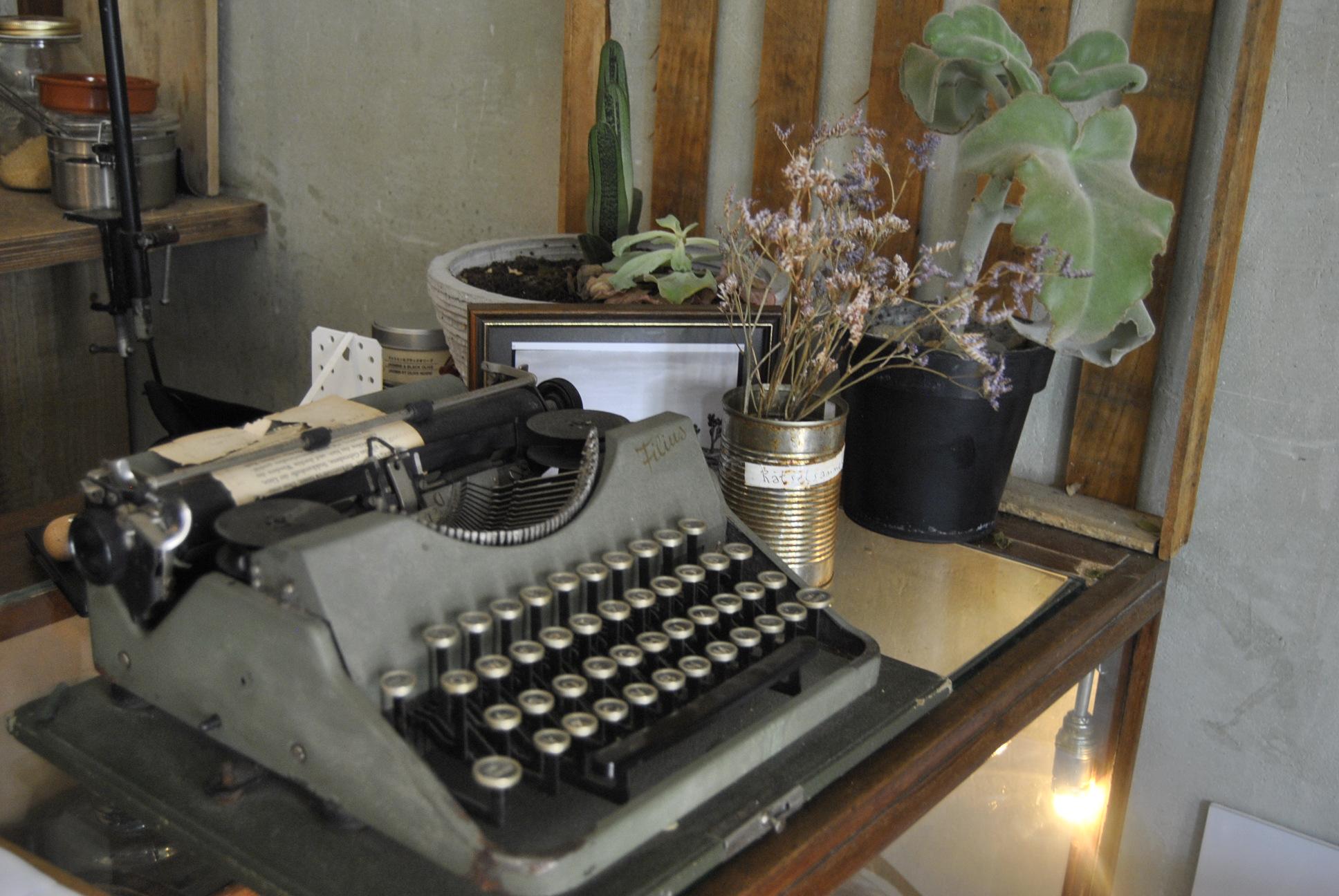 Roamers Berlin review typewriter