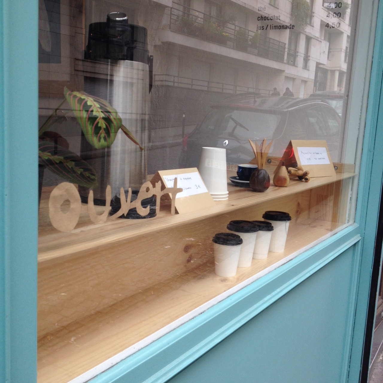ouvert coffee shop paris open