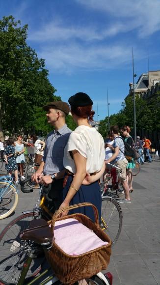 13 ride beret baguette vintage bicycle pais1