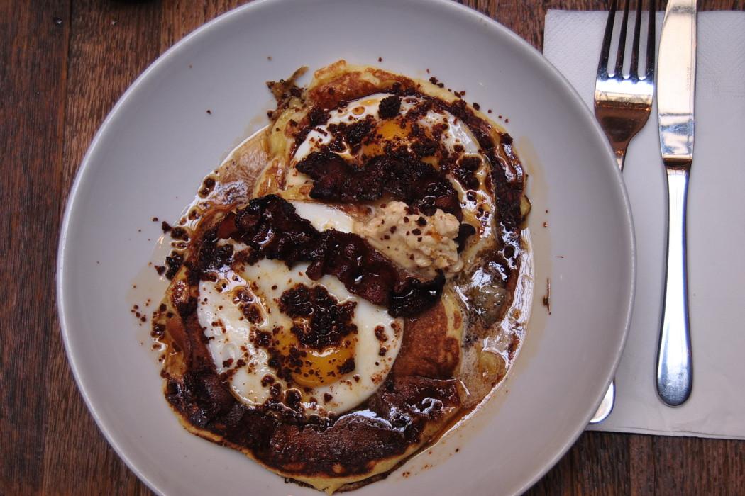 bacon eggs pancakes paris brunch