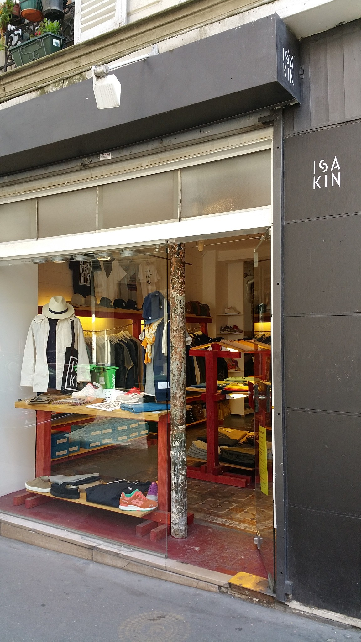 ISAKIN Streetwear paris shop montmartre