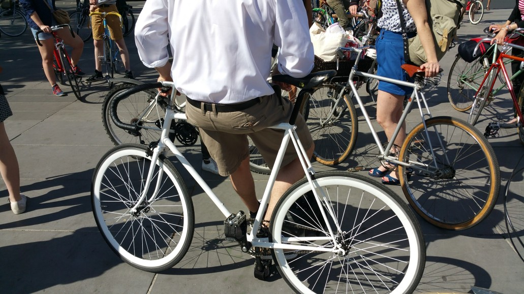 ride beret baguette vintage bicycle pais3
