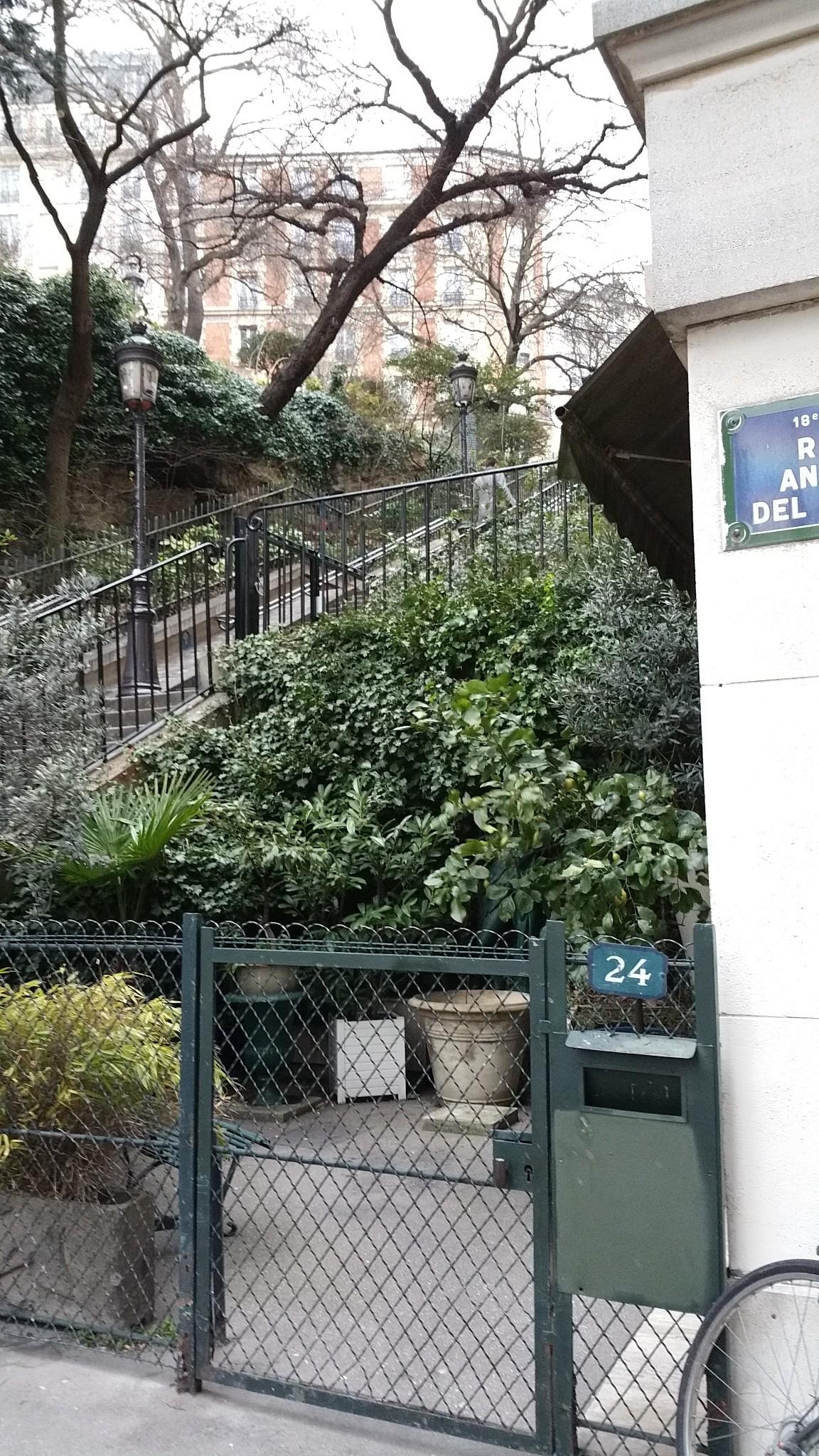 steps rue andre del sartre