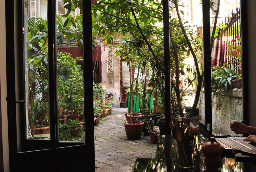 garden view from soucoupe cafe free wifi paris