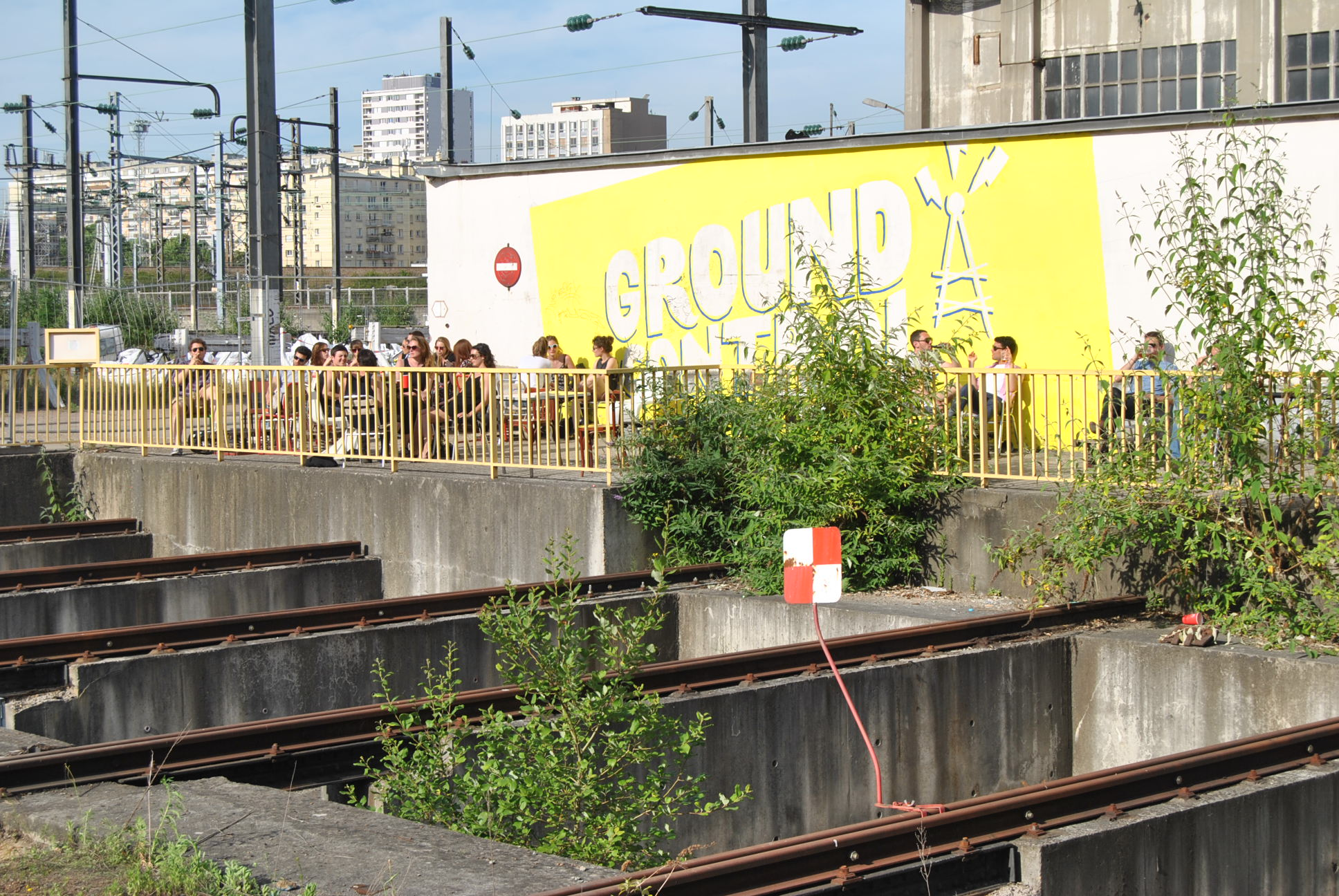 ground control yellow sign paris
