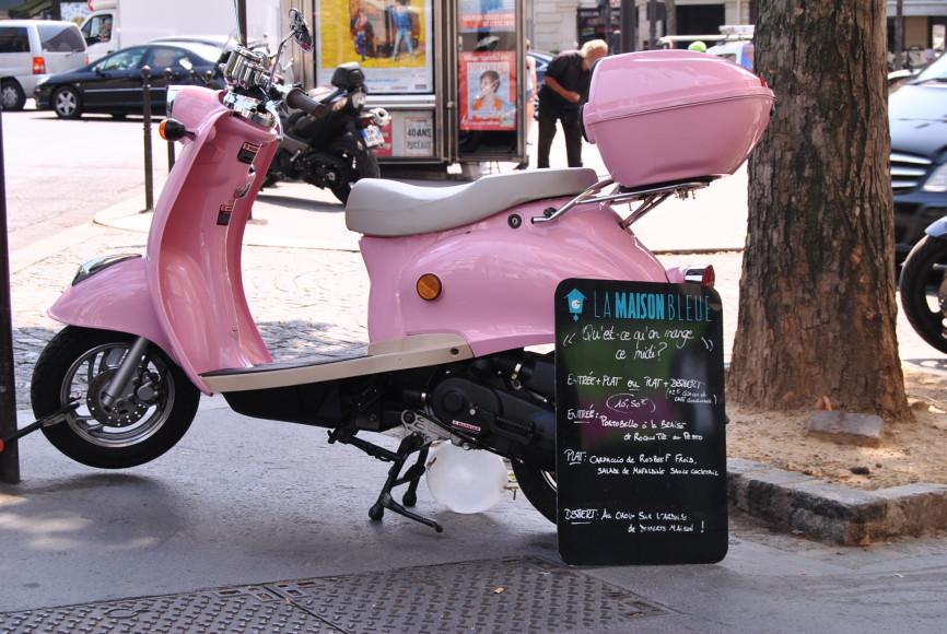 maison bleue menu pink vespa
