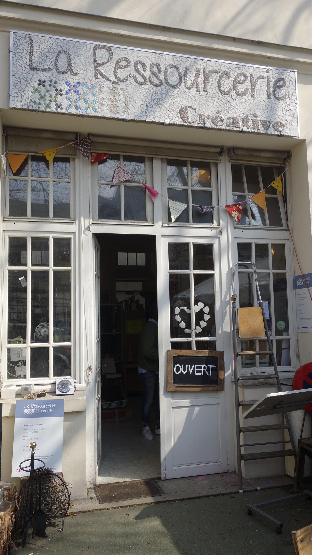 La lingerie multi space coffee shop restaurant - Salon lingerie paris ...
