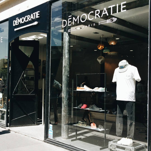 democratie shopping street wear paris