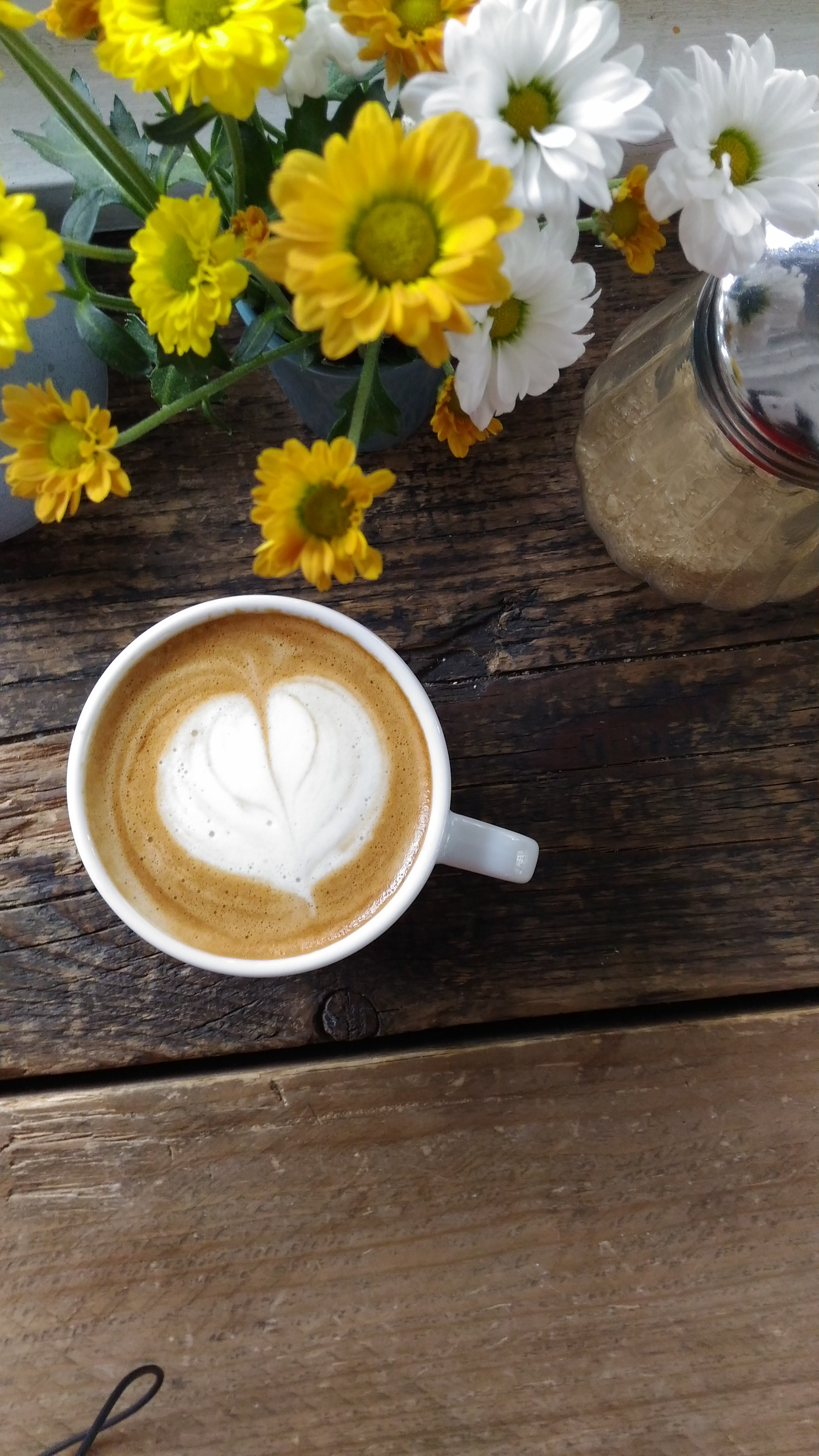 kaffee bar 19 along canal que de seine paris
