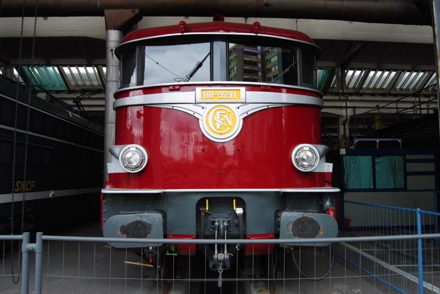 RED OLD TRAIN PARIS
