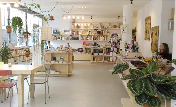 la reguliere coffee bookshop rue myrha paris