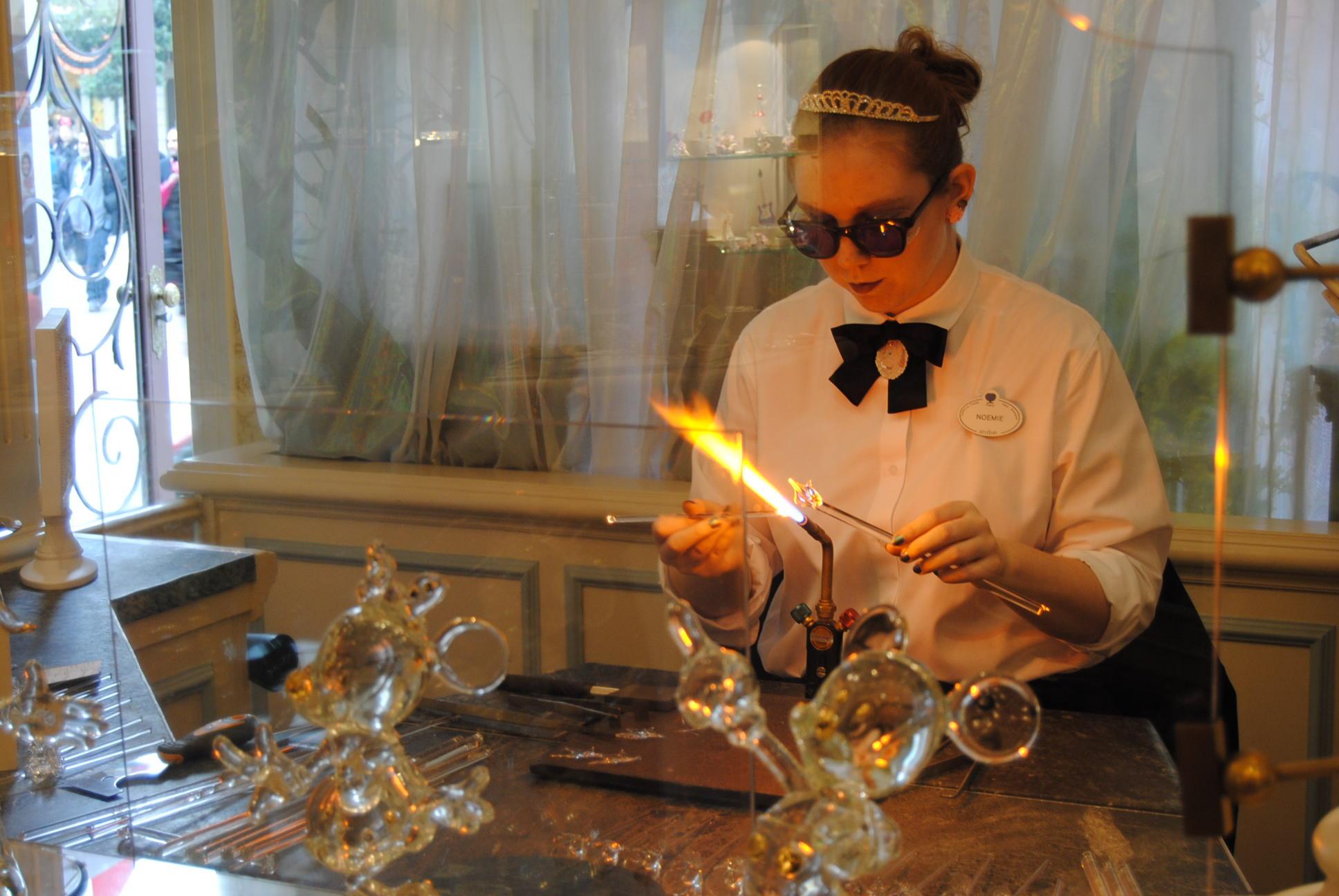 glass-sculptures-disneyland-paris