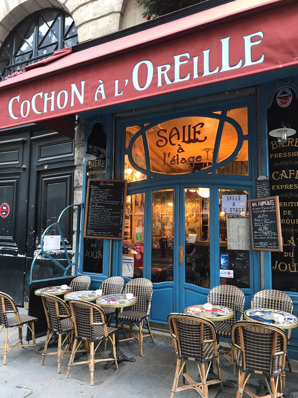 cochon a l oreille paris